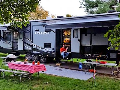 Are There RV Rentals with Delivery to My Campsite?