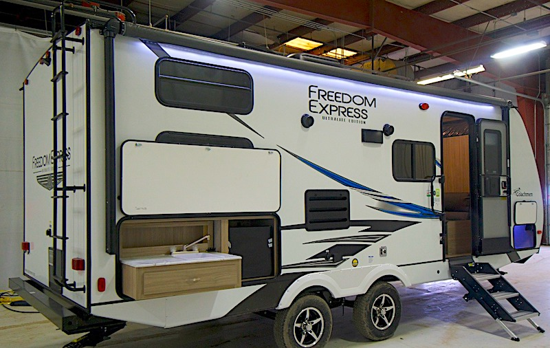 Coachmen Freedom Express Ultra Lite 238BHS exterior