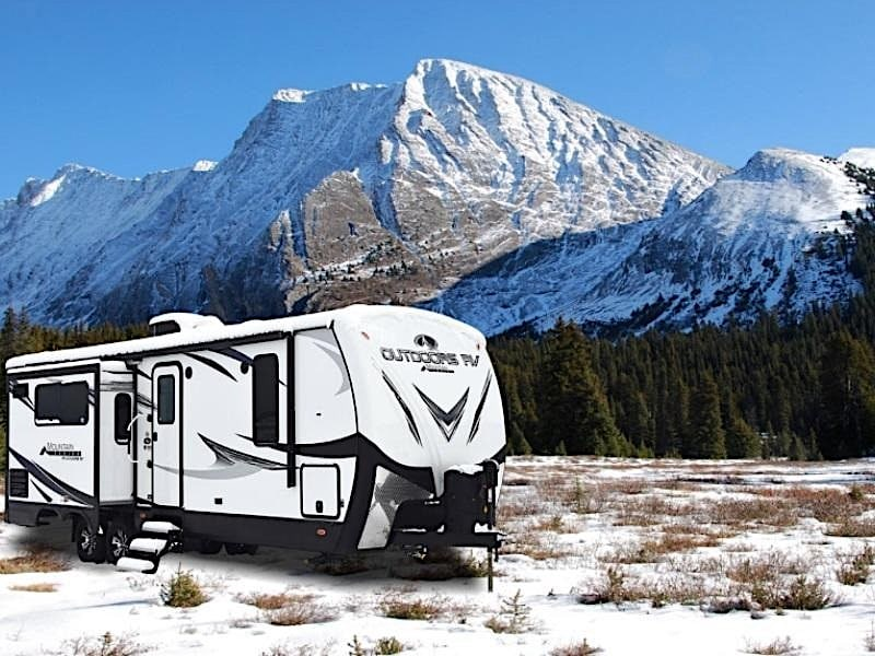 10 Best RVs and Campers for Cold Weather Camping