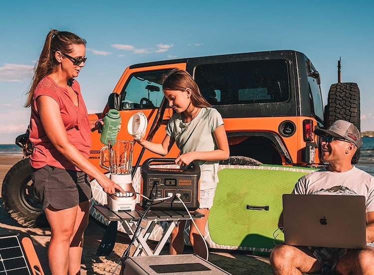 Jackery Portable Explorer 1000 solar generator