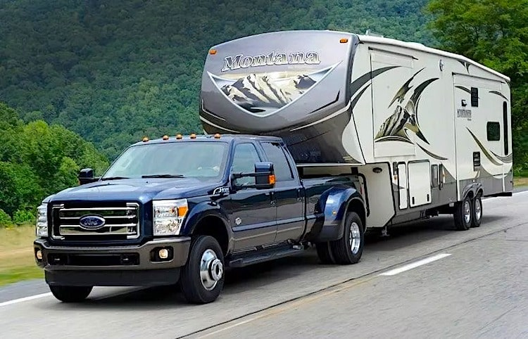Pick up truck towing Fifth Wheel