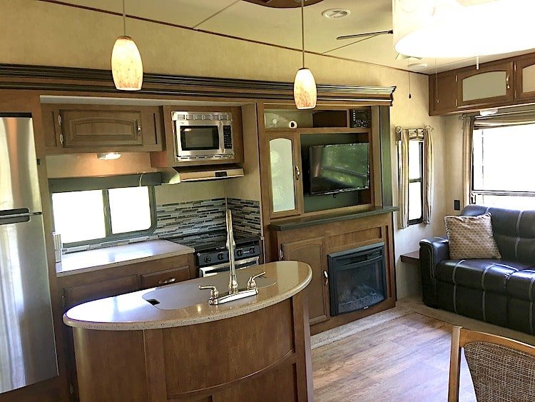 5th wheel RV With free delivery and set up savannah