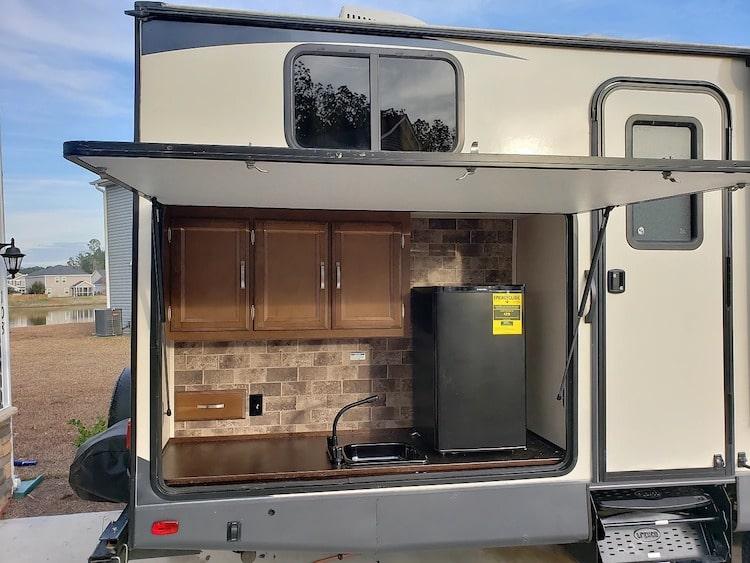 Travel Trailer RENTAL with Outdoor Kitchen