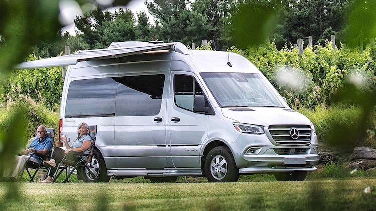 Airstream motorhome Interstate Nineteen