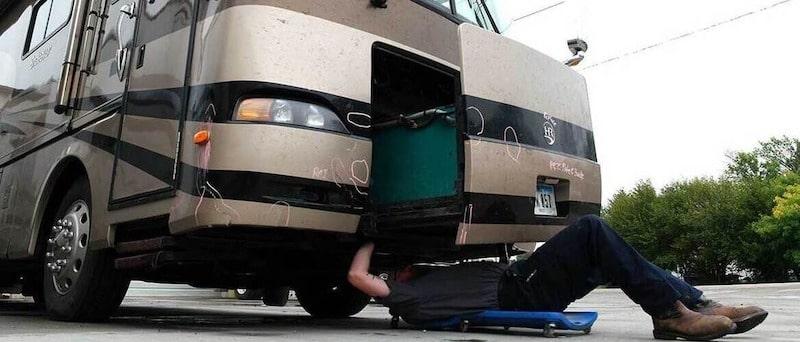 Mobile rv service repair technician