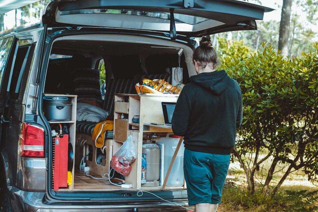 How to Find Work Camping Jobs for Singles