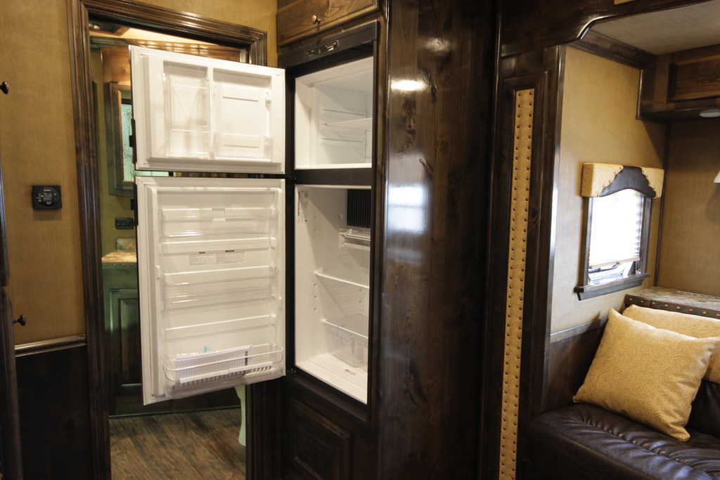 how-to-keep-your-rv-fridge-cold-while-traveling