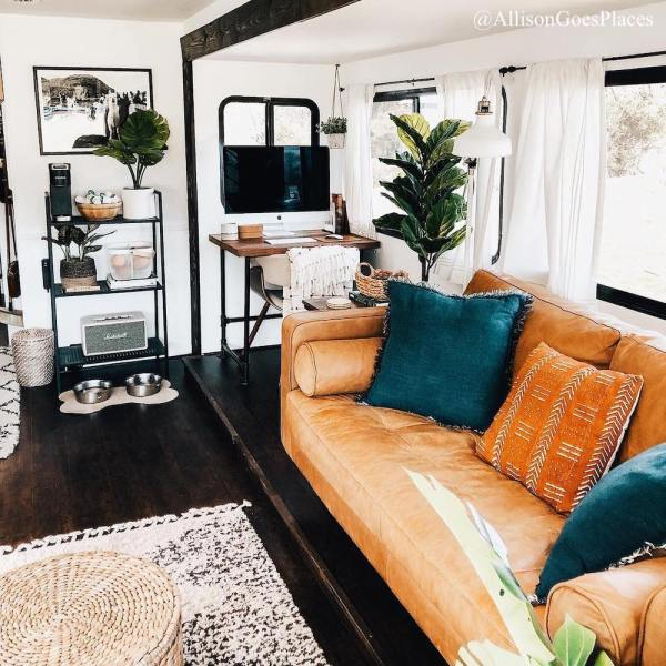 See more pics of this RV on Instagram: @AllisonGoesPlaces