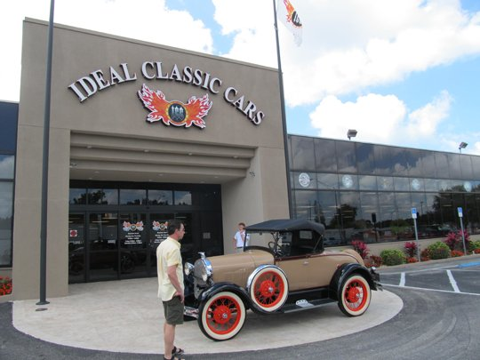Ideal Classic Cars Museum