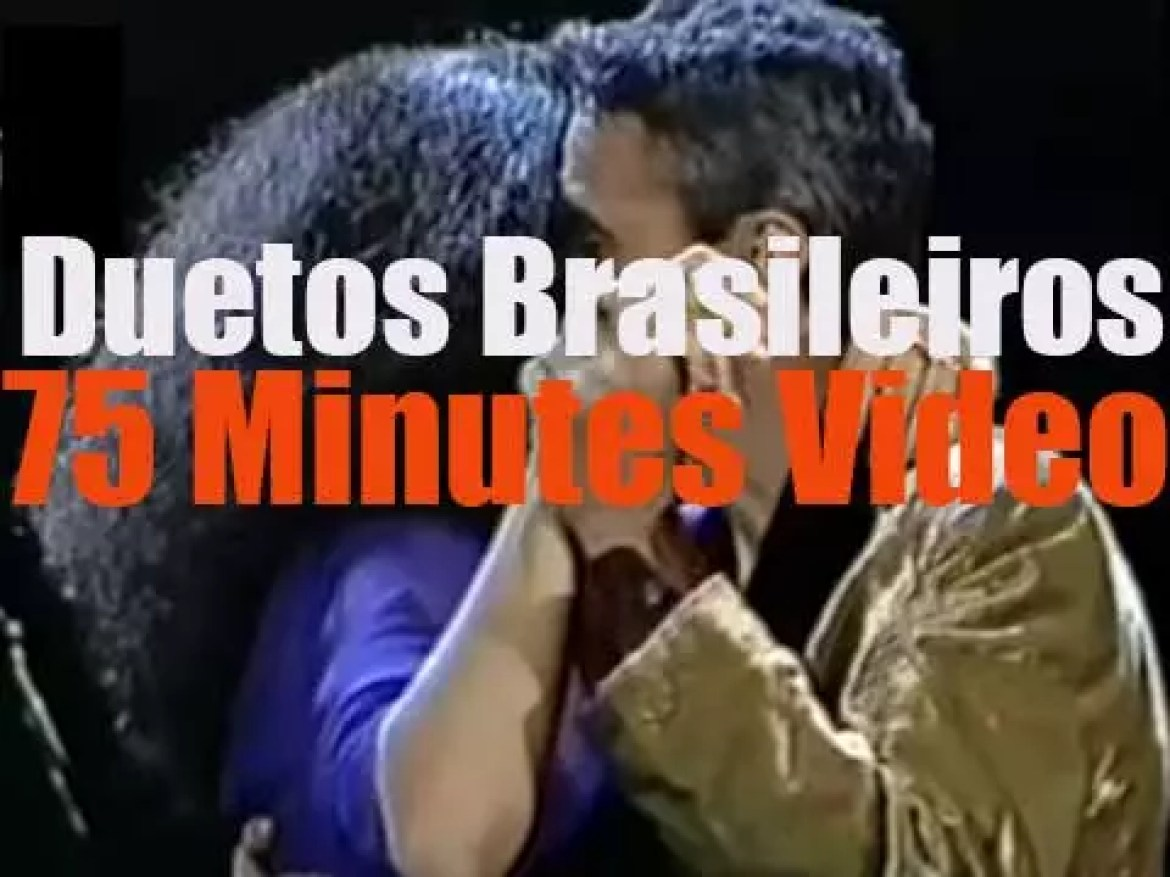 'Duetos Brasileiros' gathers 22 major Brazilian (and one Belgian) artists performing (you guessed it!) a duet.
