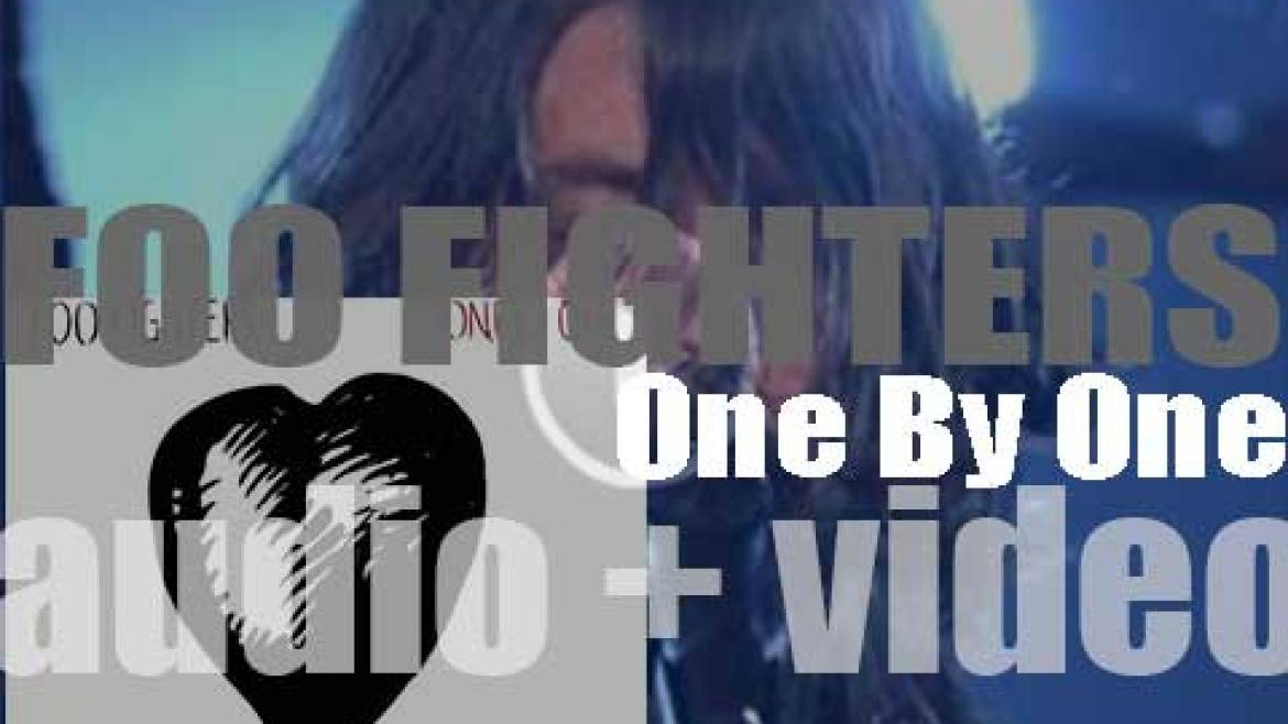 Foo Fighters release their fourth album : 'One by One' featuring 'All My Life' (2002)