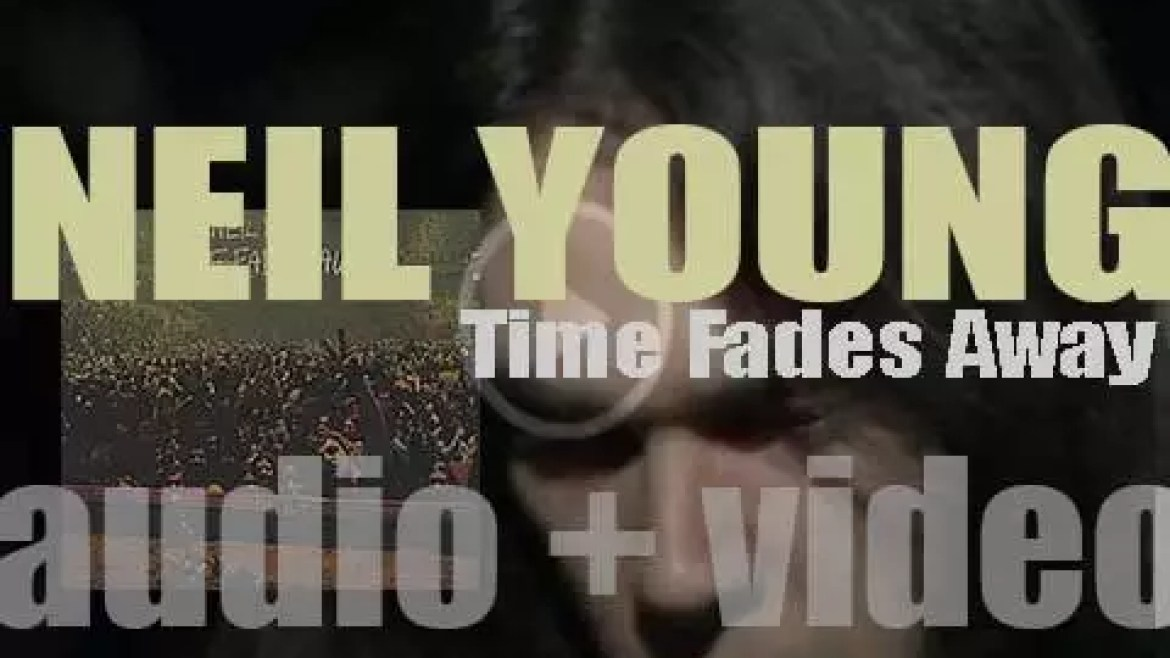 Reprise publish Neil Young's first live album : 'Time Fades Away' recorded with The Stray Gators (1973)