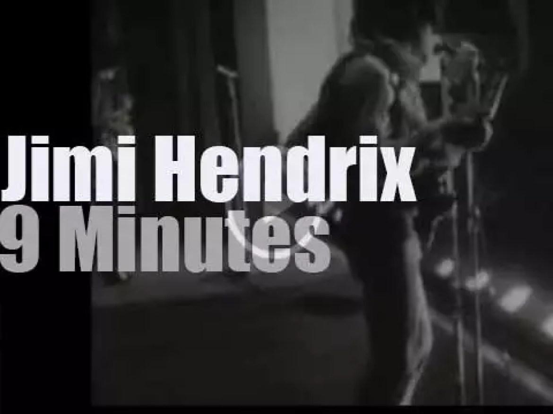 Jimi Hendrix plays at a local British cinema (1967)