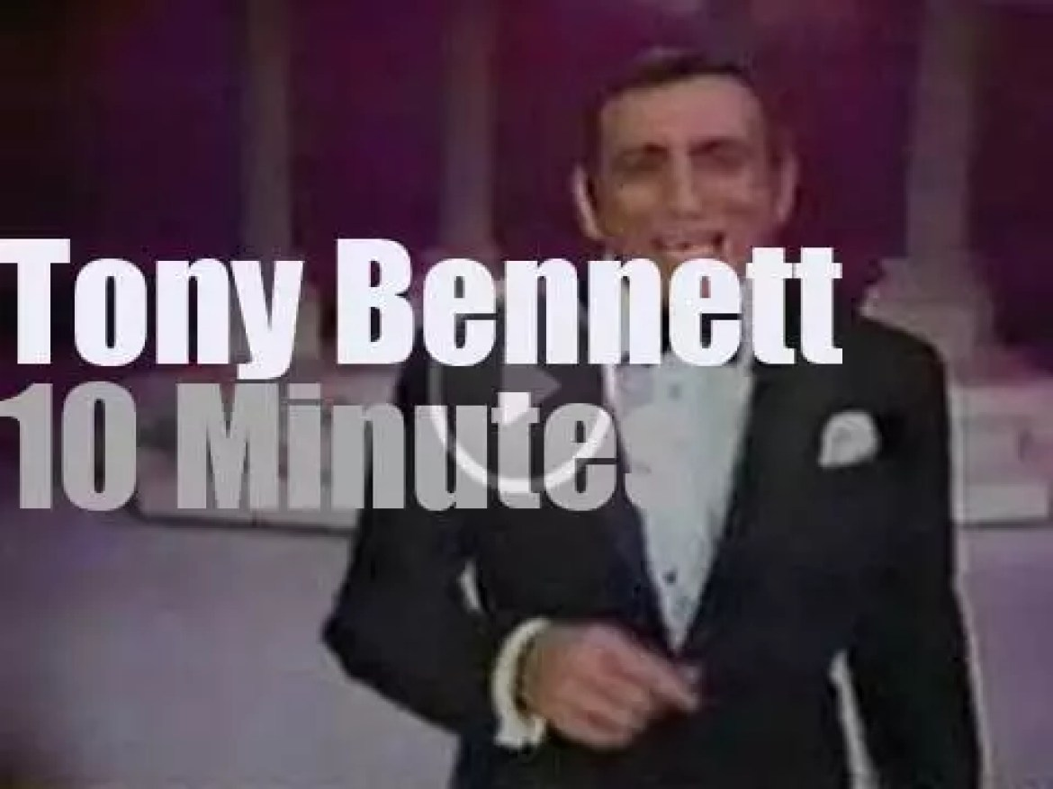 Tony Bennett guests at the Dean Martin Show (1968)