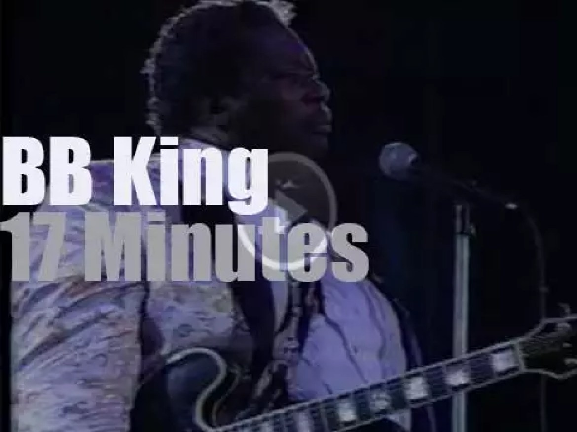 BB King plays at New Orleans JazzFest (1991)