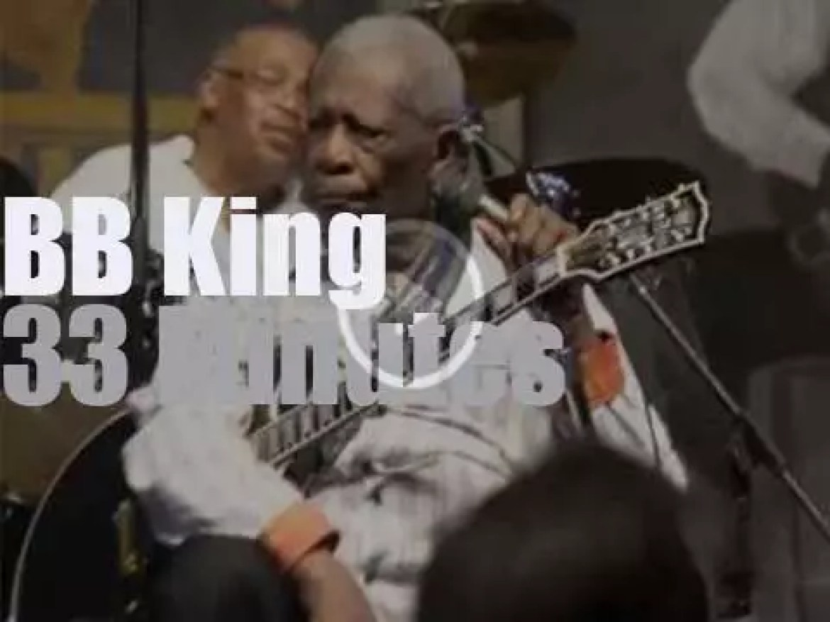 BB King plays at New Orleans JazzFest (2013)