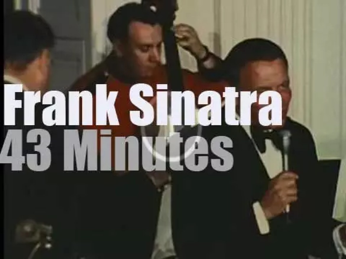 Frank Sinatra performs for Nixon and Andreotti (1973)