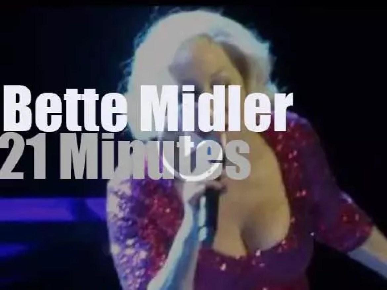 Bette Midler sings in Los Angeles (2015)