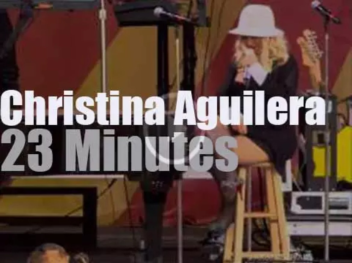 Christina Aguilera sings at New Orleans JazzFest (2014)