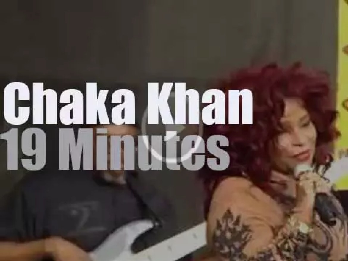 Chaka Khan sings at New Orleans JazzFest (2014)