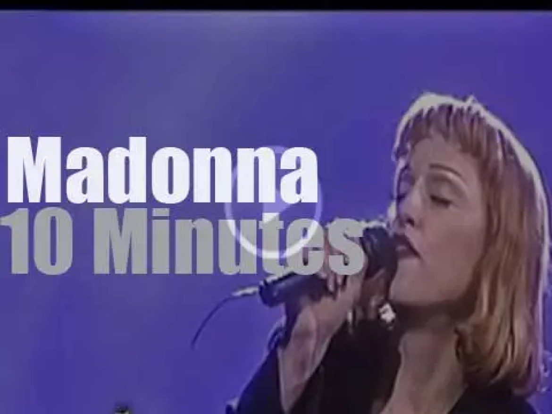 Madonna & Anthony Kiedis have a jazz moment at Arsenio Hall 1000th (1993)