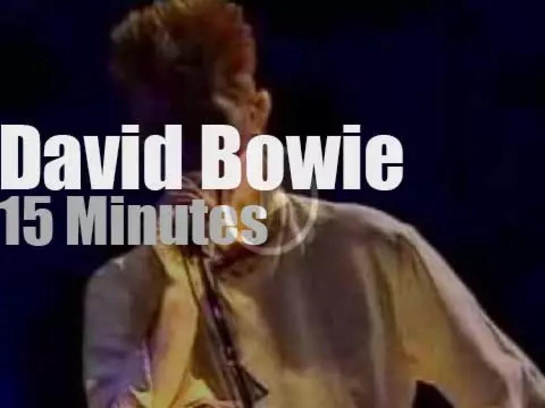 David Bowie rocks Paris (1997)