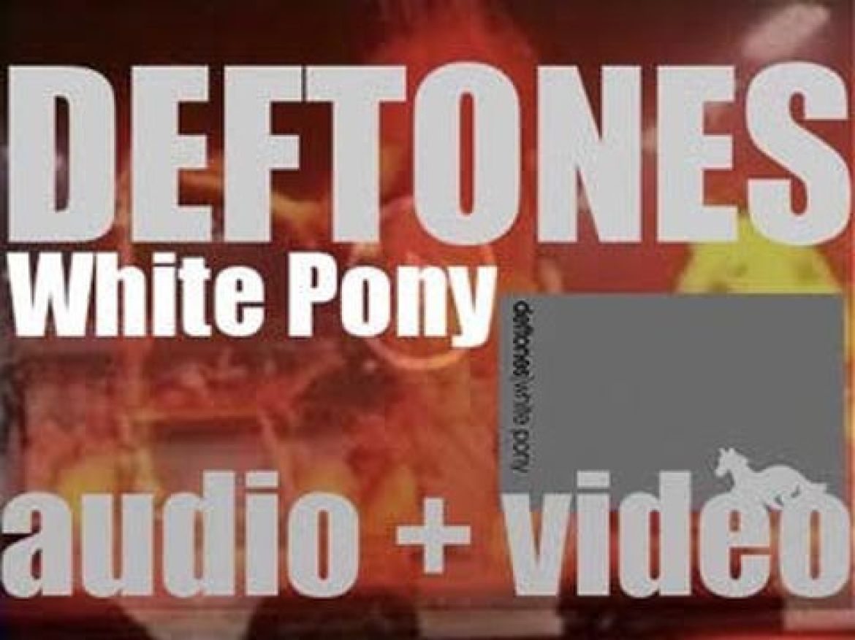 Maverick Records publish Deftones'third studio album : 'White Pony' (2000)