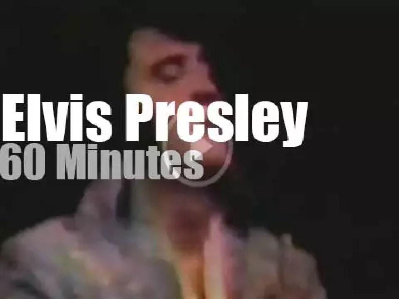 Elvis Presley rocks a blue costume at MSG (1972)