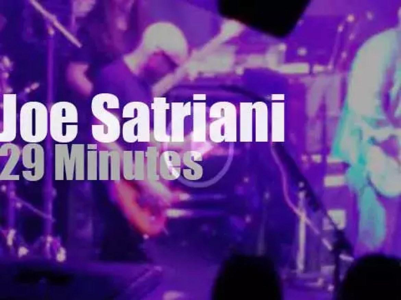 Joe Satriani shreds in Paris (2014)