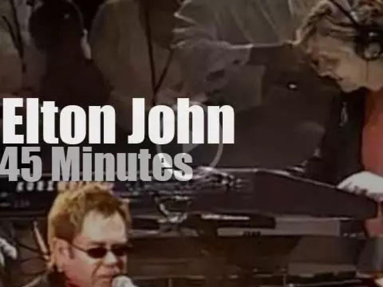 Elton John sings against Aids in Philadelphia (2005)