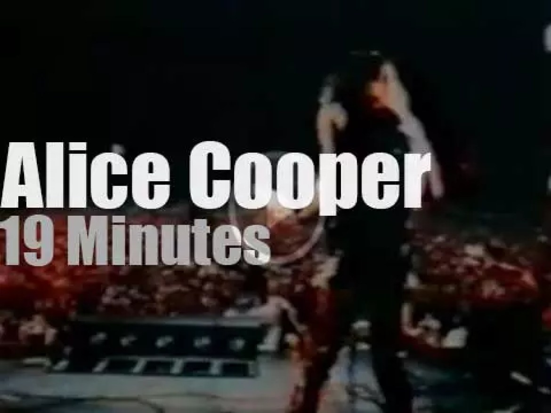 Alice Cooper kills (including a chicken) in  Toronto (1969)