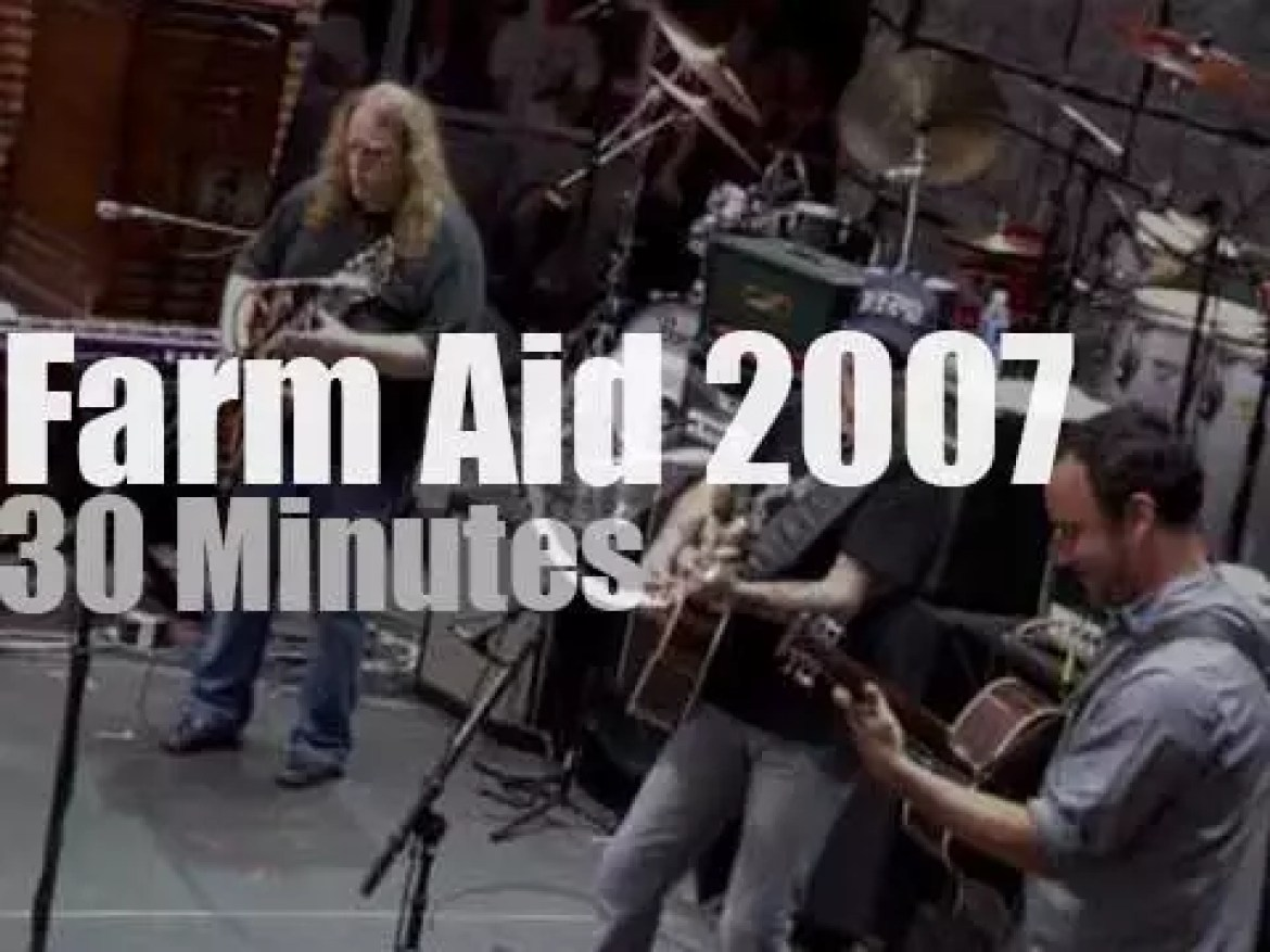 Neil Young, Willie Nelson, Gregg Allman et al are at Farm Aid (2007)