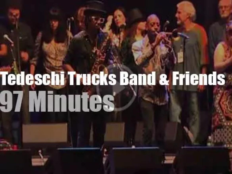 Tedeschi Trucks Band & Friends pay tribute to Joe Cocker (2015)