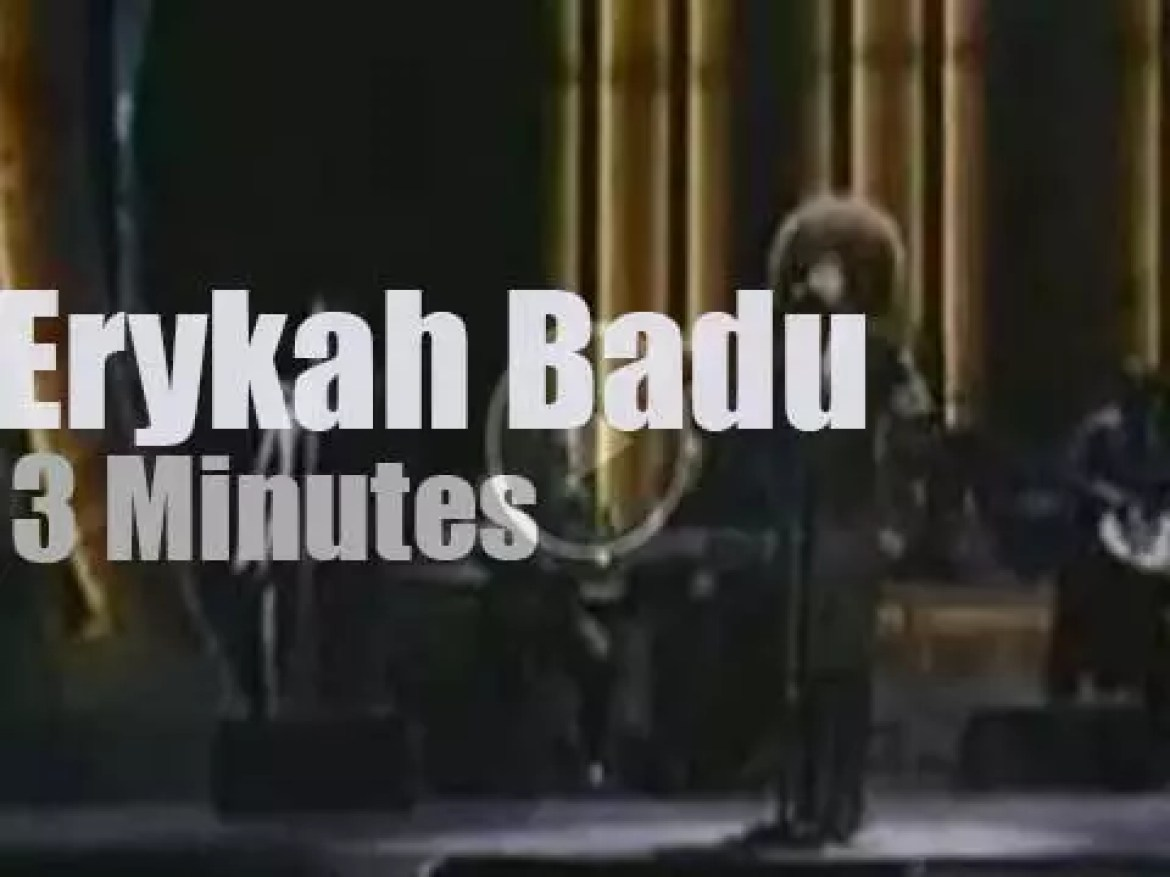 On TV today, Erykah Badu at ' Showtime At The Apollo' (2003)