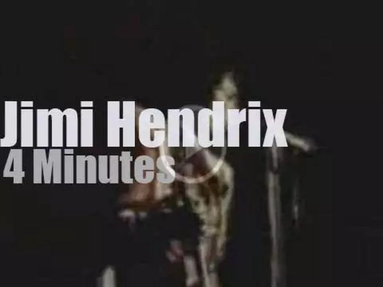 Jimi Hendrix is live on French radio (1967)