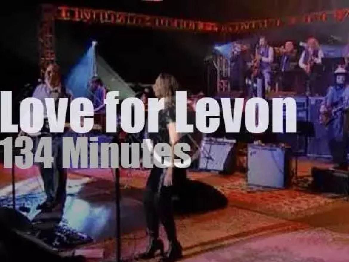 Roger Waters, Gregg Allman et al pay tribute to  Levon Helm  (2012)