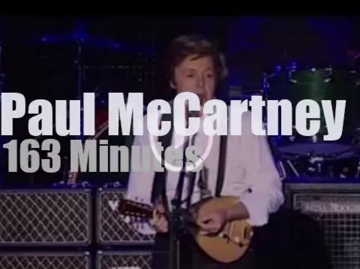 Paul McCartney travels to Buenos Aires (2010)