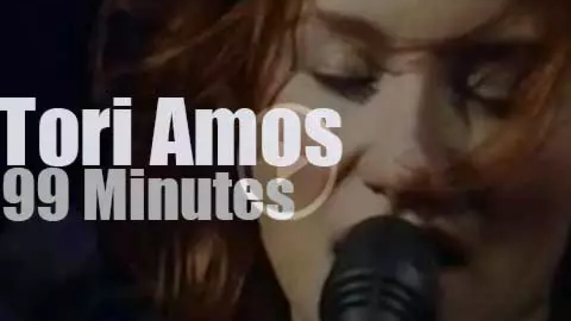 Tori Amos performs against abuse (1997)