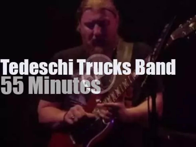 Tedeschi Trucks Band attend an Australian festival (2016)