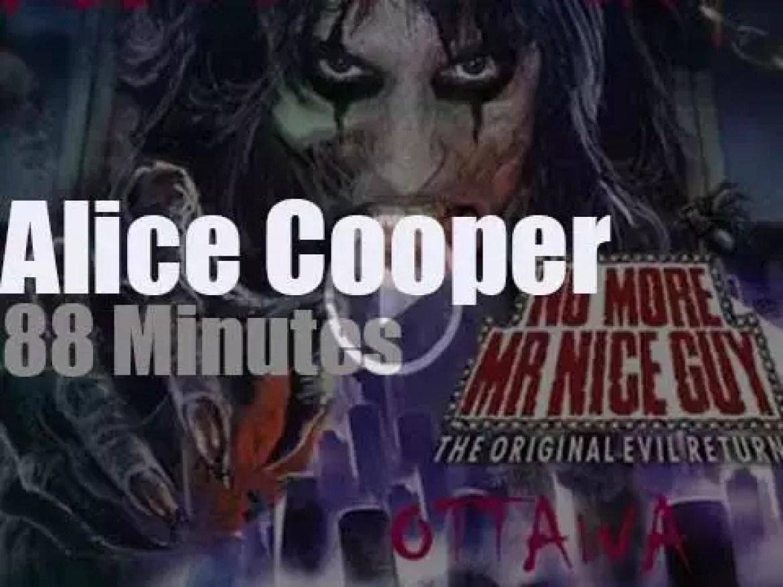 Alice Cooper serenades Ottawa (2011)
