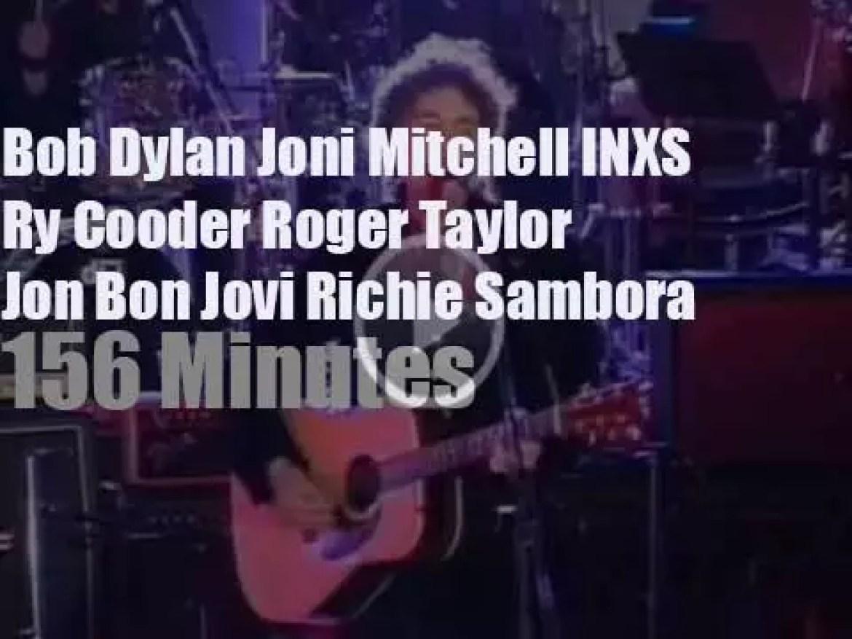 Bob, Joni, Richie et al perform at a  Japanese temple (1994)