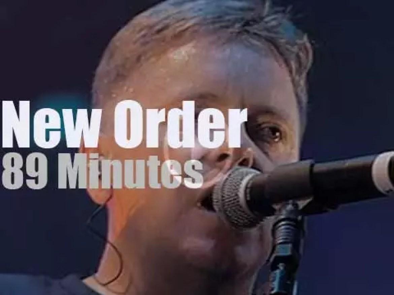 New Order rock London (2002)