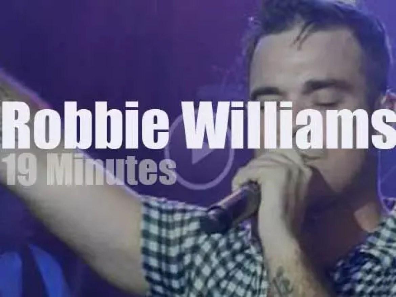 Robbie Williams plays a secret London gig (2010)