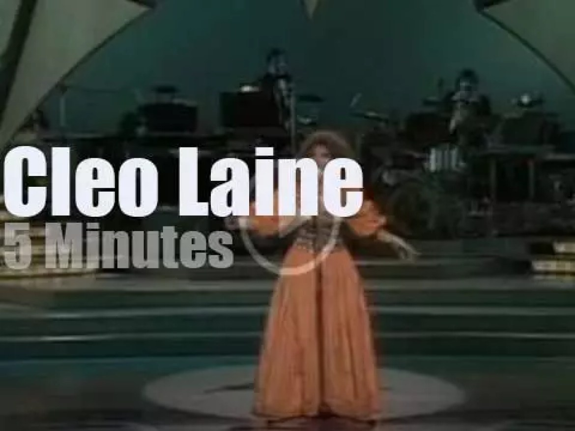 Cleo Laine  serenades the Royal Variety Performance (1977)