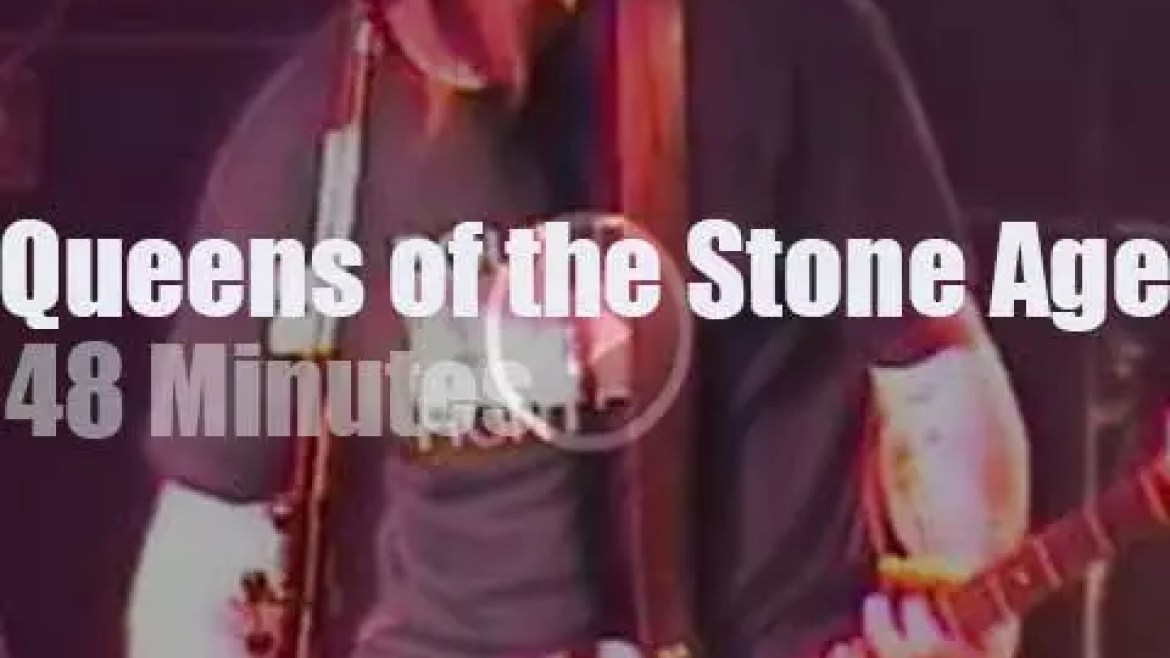 Queens of the Stone Age rock in Rio (2001)