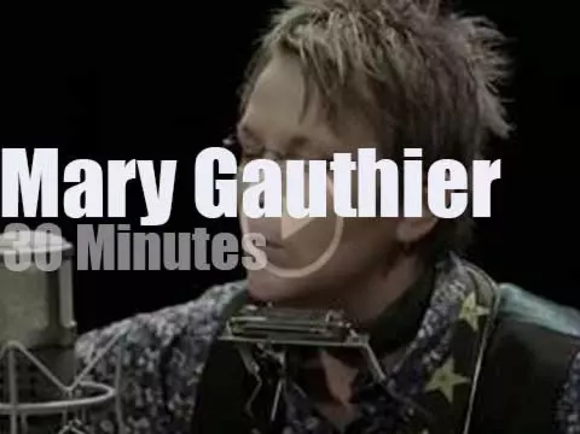 Mary Gauthier  performs for Paste Magazine (2017)