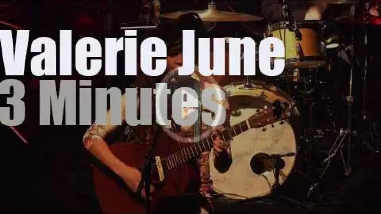 Valerie June sings in London (2014)