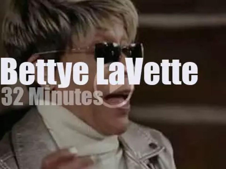 Bettye LaVette sings Dylan at Paste Studio (2018)