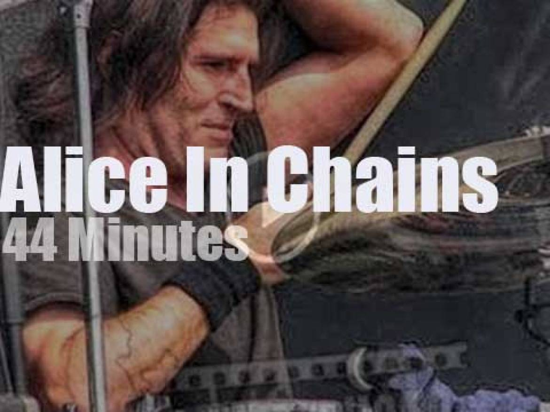 Alice in Chains rock then James Hetfield walks in  (2006)