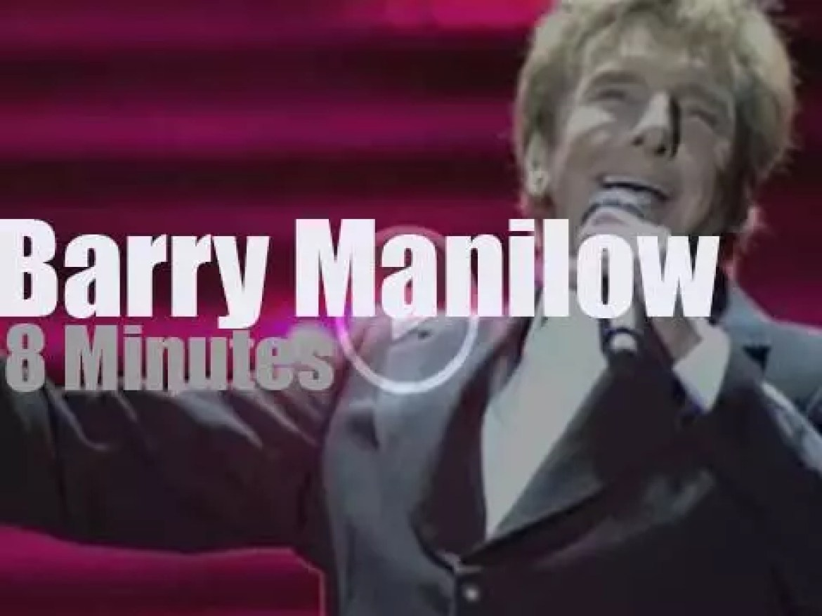 Barry Manilow sings 'One Last Time' in London (2016)